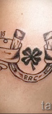 clover tattoo with a horseshoe – a variant on the photo 8
