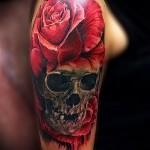 crâne de tatouage avec des roses - option Photo du nombre 15122015 1