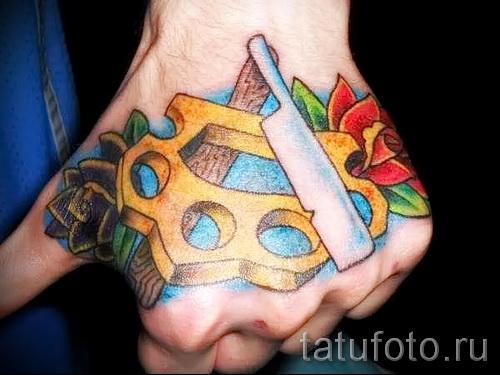 fleurs de tatouage sur la main - l'option d'image à partir du numéro 21122015 1