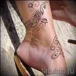 flower tattoo on her ankle 1