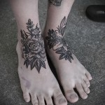 flower tattoo on her ankle 2