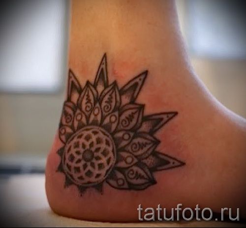 flower tattoo on his ankle - an example in the photo 3