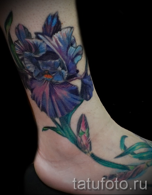 flower tattoo on his ankle - an example in the photo 4