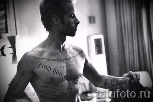 inscription on the bicep tattoo photo example 5