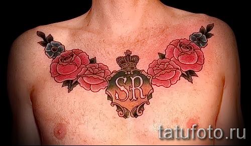 rose Tätowierung auf seiner Brust - eine Variante der Bildnummer 15122015 1