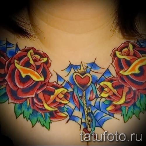 rose Tätowierung auf seiner Brust - eine Variante der Bildnummer 15122015 3