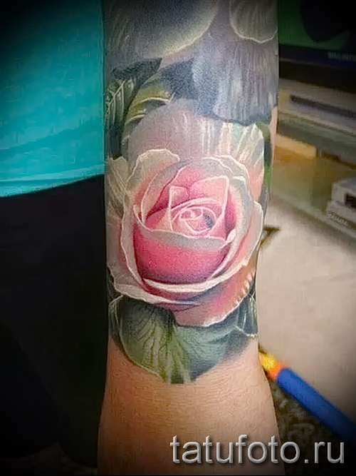 rose tattoo on her wrist - a variant of the picture number 15122015 1