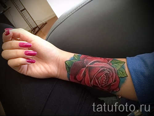 rose tattoo on her wrist - a variant of the picture number 15122015 3