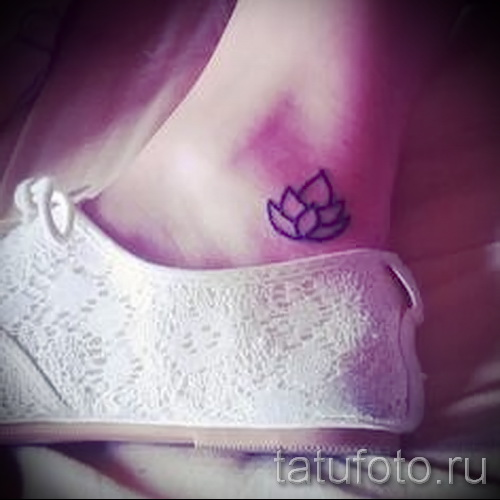 small tattoo on his ankle - an example of the photo 5