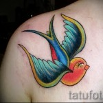 swallow tattoo on her collarbone - Photo example 1