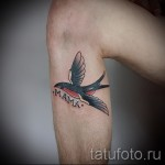 swallow tattoo on his leg - an example of the photo 2