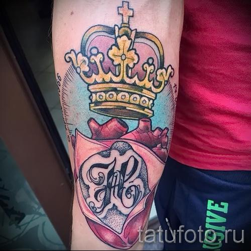 tatouage de couronne avec la lettre - une photo du tatouage fini - 20122015 Numéro 3