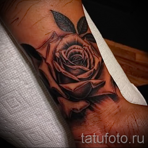 tattoo flowers on hand for the girls - photo version number from 21122015 1