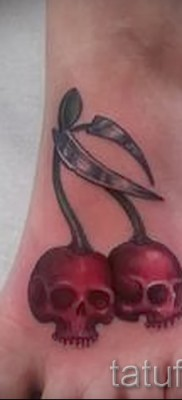тату вишня и череп – примеры татуировки на фото от 30012016 4