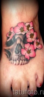 тату вишня и череп – примеры татуировки на фото от 30012016 7