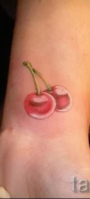 тату вишня на запястье – примеры татуировки на фото от 30012016 1