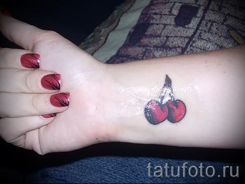 тату вишня на запястье - примеры татуировки на фото от 30012016 4