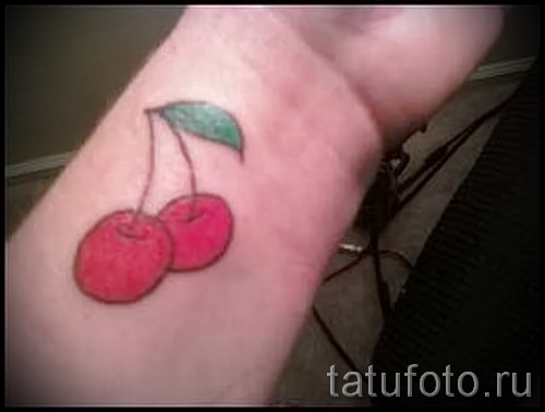 тату вишня на запястье - примеры татуировки на фото от 30012016 7
