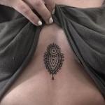 тату под грудиной фото - примеры татуировок на фотографии от 16012016 21