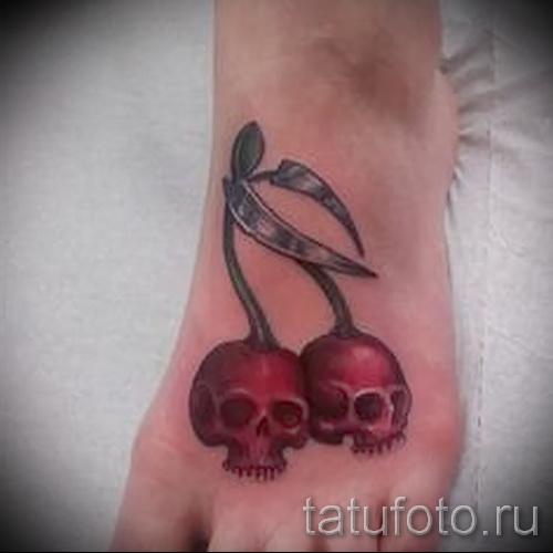 тату вишня и череп - примеры татуировки на фото от 30012016 4