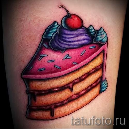 фишня в куске пирога - фото татуировки