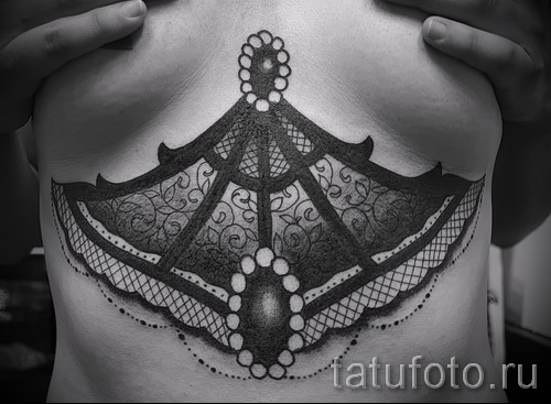тату под грудиной фото - примеры татуировок на фотографии от 16012016 44