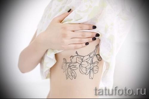 тату на ребрах цветы - фотография с примером татуировки от 03022016 1