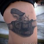 тату пистолет на бедре - примеры готовых тату в фотографиях 01022016 2