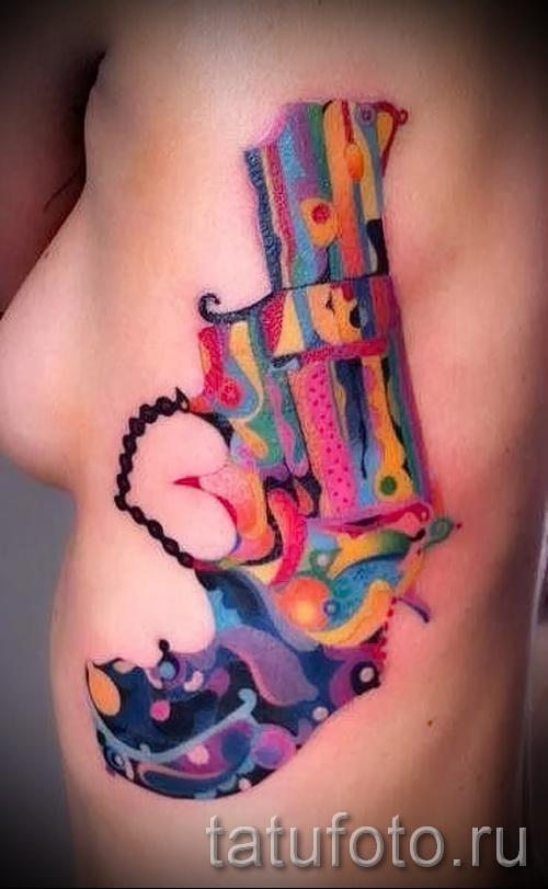 тату пистолет на ребрах - фотография с примером татуировки от 03022016 2