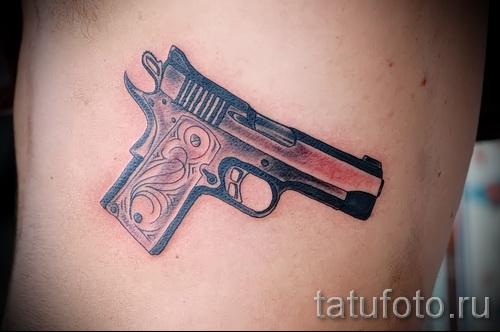 тату пистолет на ребрах - фотография с примером татуировки от 03022016 6