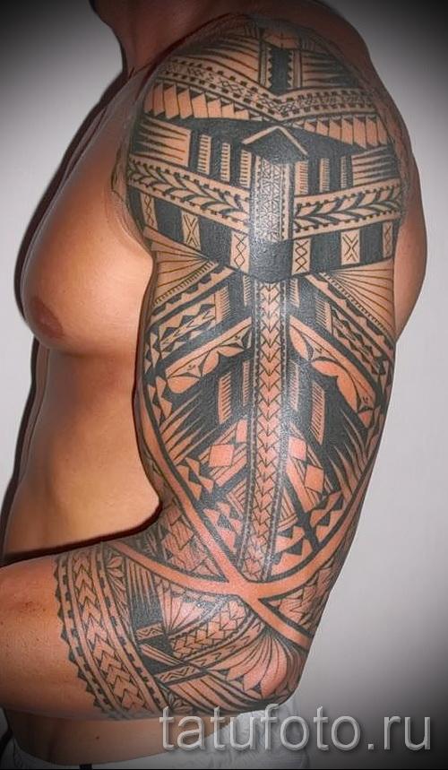 Celtic Tattoo-Muster auf der Schulter - ein Beispiel für ein Foto zur Auswahl 28022016 1