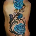 Rose Tattoo sur les côtes - une photo avec un tatouage sur l'exemple 03022016 1