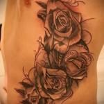 Rose Tattoo sur les côtes - une photo avec un tatouage sur l'exemple 03022016 2