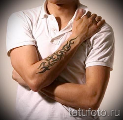 Tätowierung auf seinem Unterarm männlichen Muster - Foto Beispiel für die Auswahl von 28022016 2