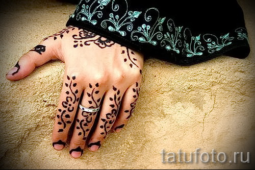 Hand Tattoos For Girls-Henna Mehndi Tattoo Designs