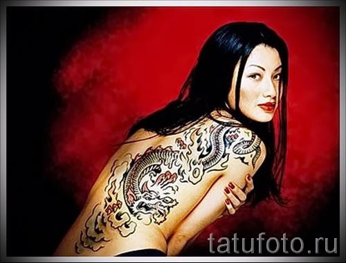 Tattoo-Muster auf der Rückseite der Frau - ein Foto Beispiel von 28022016 zu wählen 1