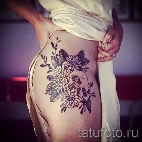 Tattoo-Muster auf seiner Hüfte - ein Foto-Modell für die Auswahl von 28022016 4