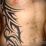 Tattoo auf dem Mann Rippen - Foto Beispiel für eine Tätowierung auf 03022016 3
