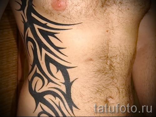tattoo auf dem mann rippen foto beispiel f r eine t towierung auf 03022016 3. Black Bedroom Furniture Sets. Home Design Ideas