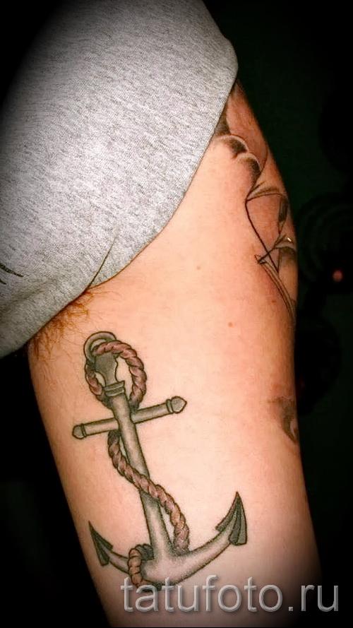 ancre tatouage sur les côtes - une photo avec un tatouage sur l'exemple 03022016 2