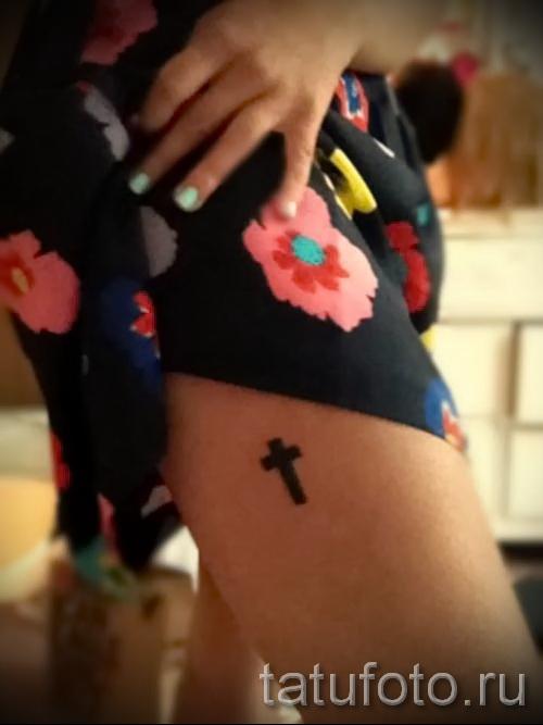 cross tattoo on his thigh 4