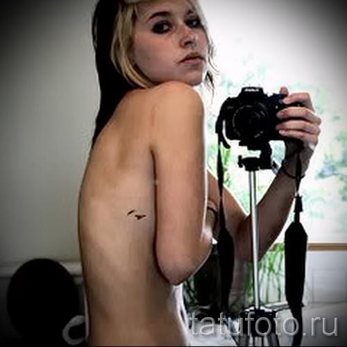 petit tatouage sur les côtes - une photo avec un tatouage sur l'exemple 03022016 2