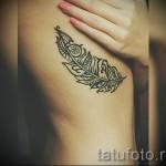plume tatouage sur les côtes - une photo avec un tatouage sur l'exemple 03022016 2