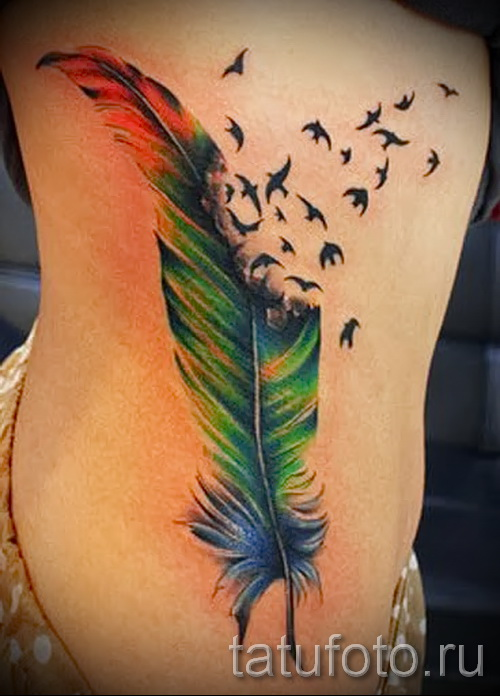 plume tatouage sur les côtes - une photo avec un tatouage sur l'exemple 03022016 3