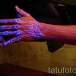 Белая татуировка - кости руки