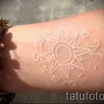 Белая татуировка - солнце и символы на руку