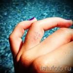 белая тату на пальце - фото с вариантом готового рисунка от 29032016 1
