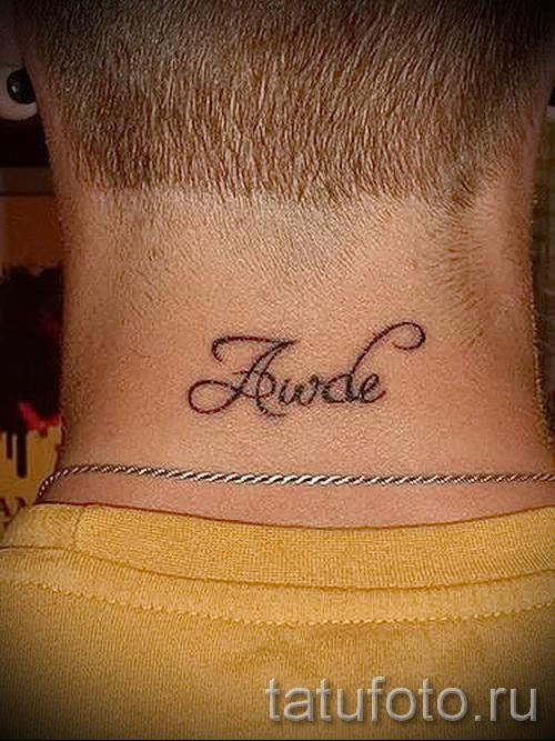 Фото тату надписи на шее у парней