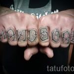 тату с надписями на пальцах и кисти руки фото 1