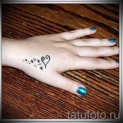 Tätowierung auf der Hand für die Mädchen Fotos - Fotos und Beispiele von 01032016 1